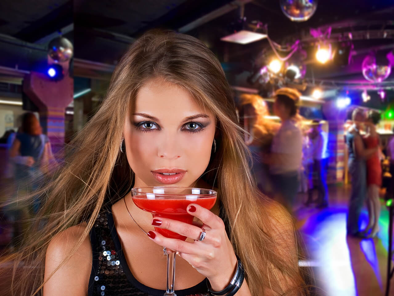 Girl-with-cocktail-1279-x-960px